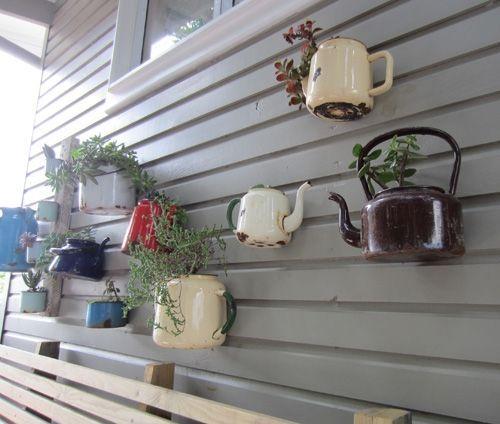 divertida idea de teteras con plantas para decoracion vintage 2