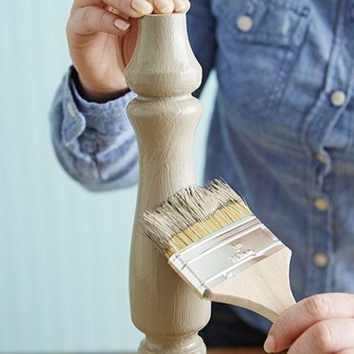 Cómo hacer chalk paint o pintura a la tiza en casa y usarla para pintar muebles.