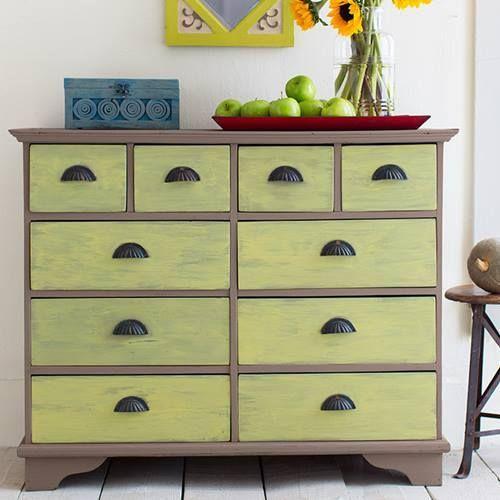 Cómo hacer chalk paint o pintura a la tiza en casa para decorar cómodas.