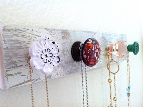 Ideas para decorar cómo hacer colgadores con tiradores vintage 2