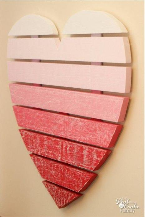 Ideas para decorar una casa con corazones de madera reciclada 3