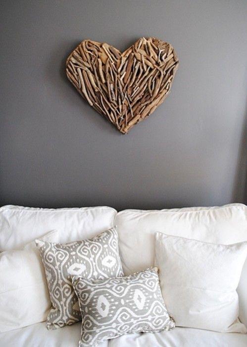 Ideas para decorar una casa con corazones de madera reciclada 4