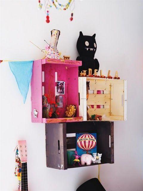15 ideas para decorar cajas de madera y tunearlas en estanterías 10