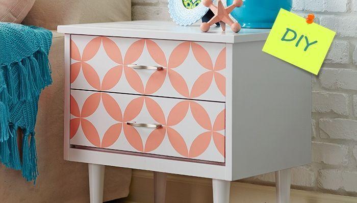 Pintar muebles con plantillas para personalizar mesillas y for Plantillas para decorar muebles