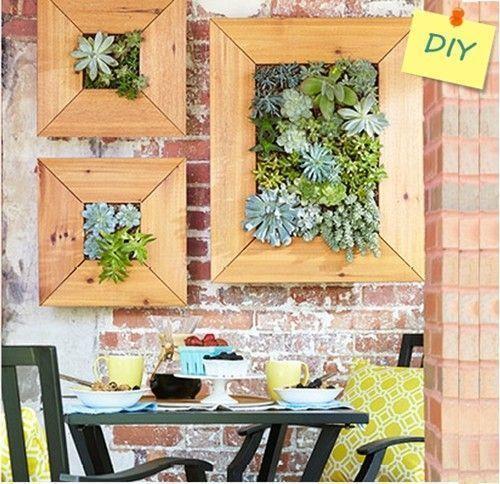 decorar terraza pequeña: jardin vertical de crasas | Decomanitas