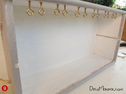 Reciclar cajas de madera de vino para organizar collares y pendientes 17