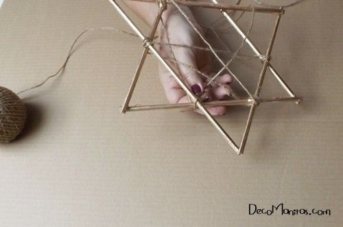 Estrellas de Navidad DIY con palitos y cuerda 15