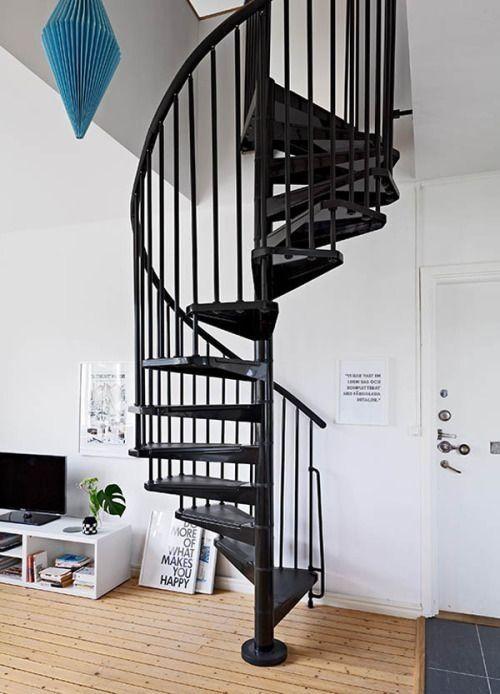escaleras de caracol para aligerar los espacios en las viviendas 1