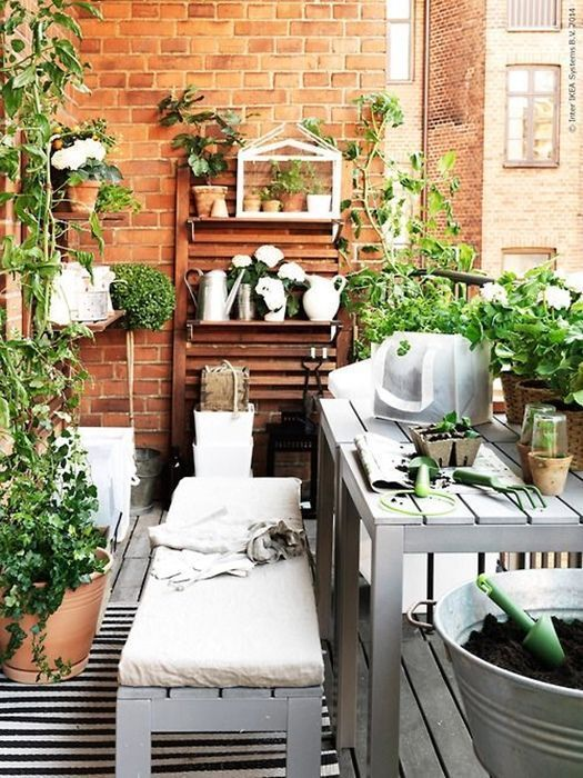 10 ideas para decorar terrazas de ticos como un for Apartment porch decorating ideas