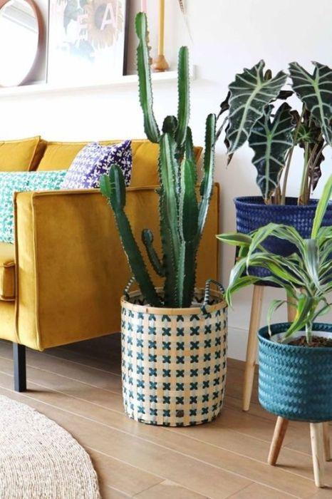 Decorar con plantas artificiales de gran naturalidad creando rincones de varias especies.