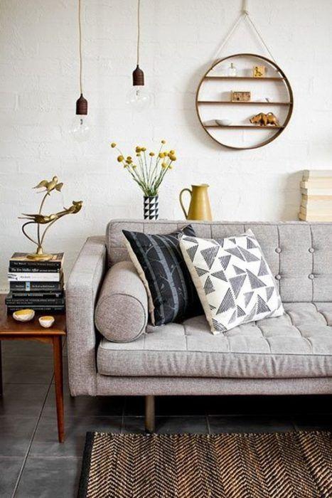 Ideas decoración salón: un rincón con piezas de decoración vintage.