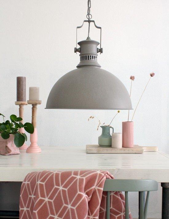 Iluminar el salón comedor permite resaltar un estilo decorativo.