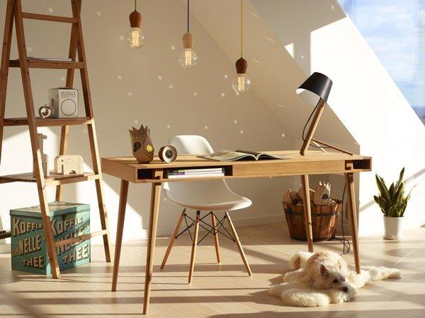 Mesa de madera  para decorar tu oficina en casa..