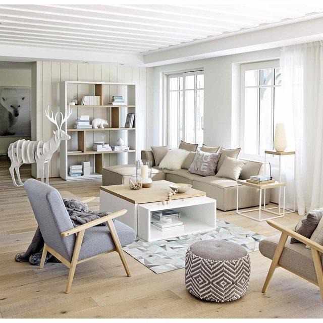 Ejemplo de sofá modular con chaise longue de Maisons du Monde, en tonos crudos.