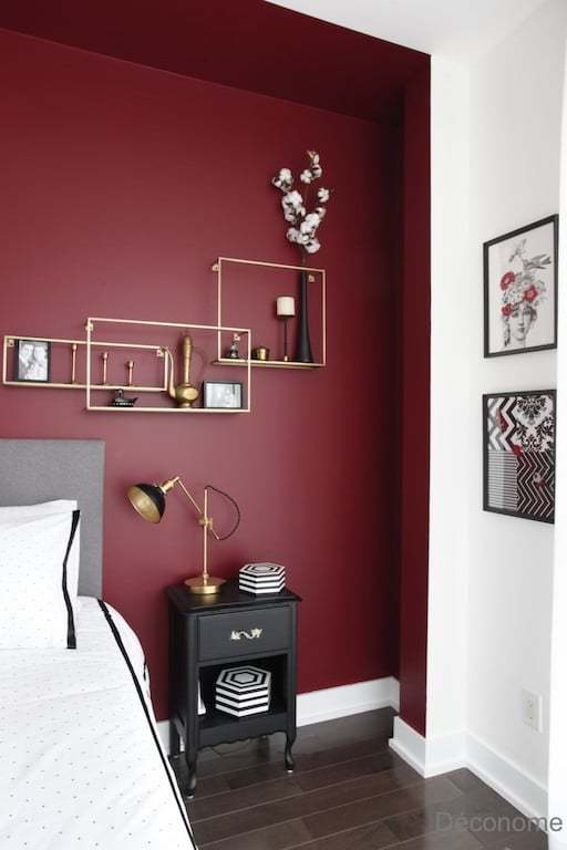 un mur rouge et chic pour la chambre de