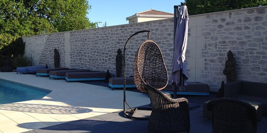 mur exterieur autour de la piscine