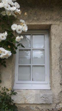 """Fenêtre peinte """"système durable et techniques anciennes"""""""