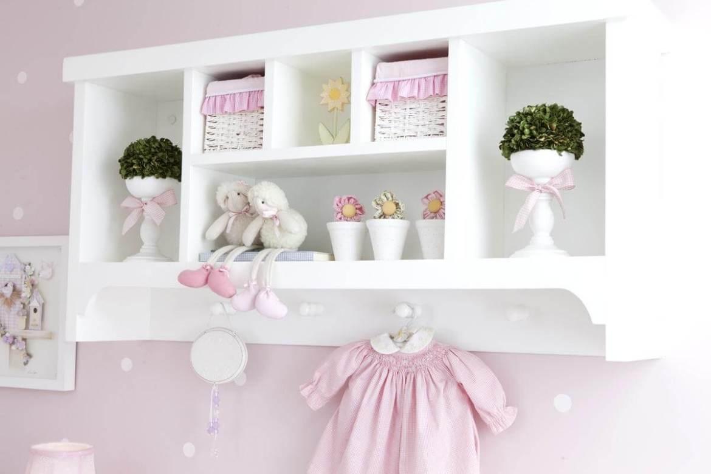 Nichos e prateleiras para o quarto de bebê