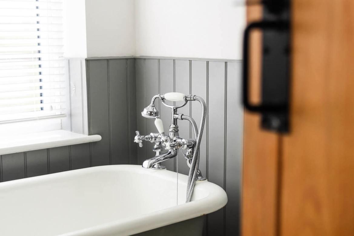 banheira com ducha vitoriana