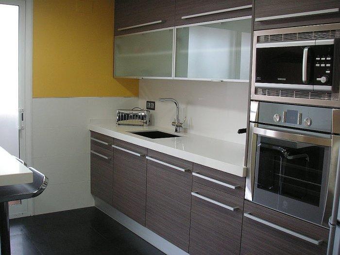 Ventajas de poner muebles marrones en la cocina