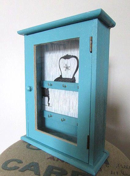 DIY: cómo personalizar un armario para llaves