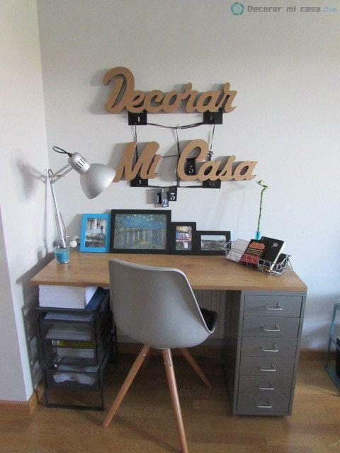 Decorar un escritorio con letras de cartón