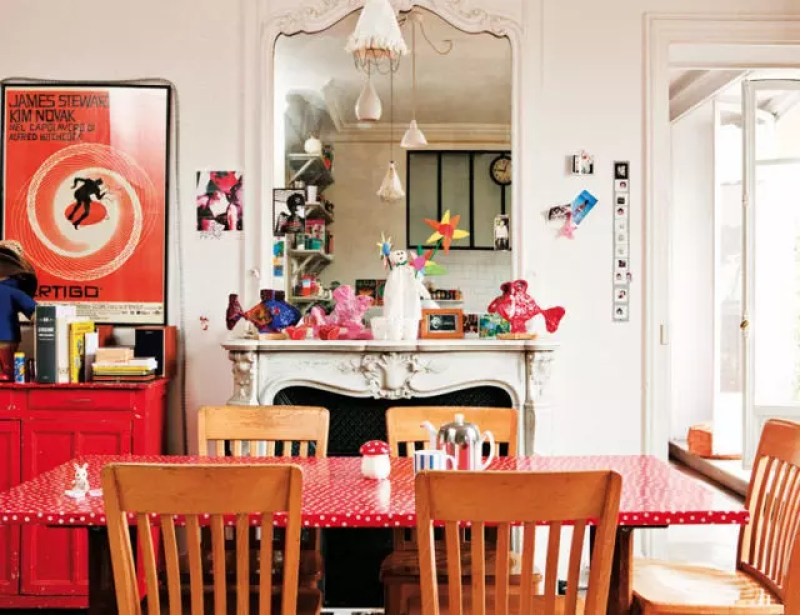 Zona de comedor con decoración personal