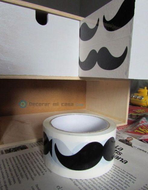 DIY cajonera con papel pintado de bigotes