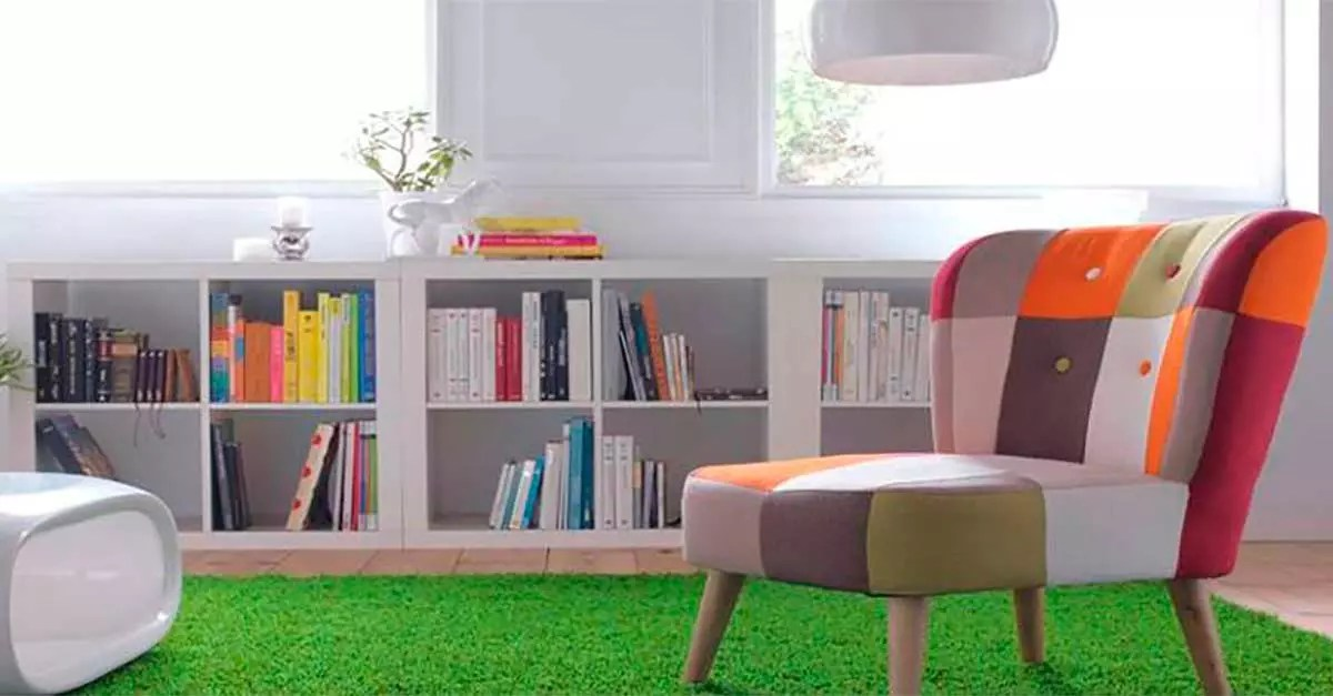 Más allá del suelo: ideas para poner césped artificial en paredes y muebles