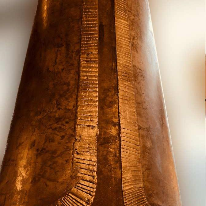 colonne dorée restaurant style industriel