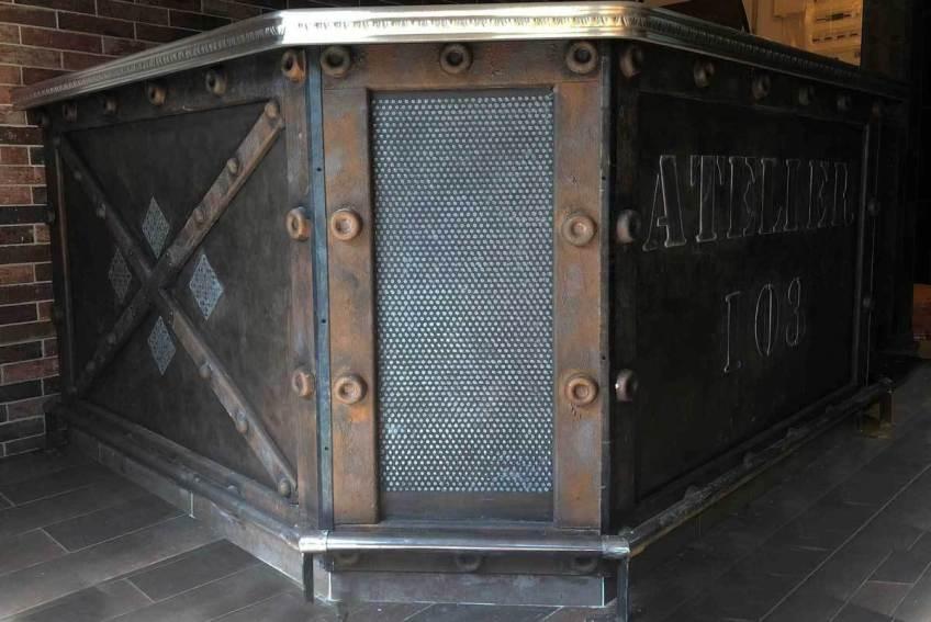 Bar style industriel métal oxydé et boulonné