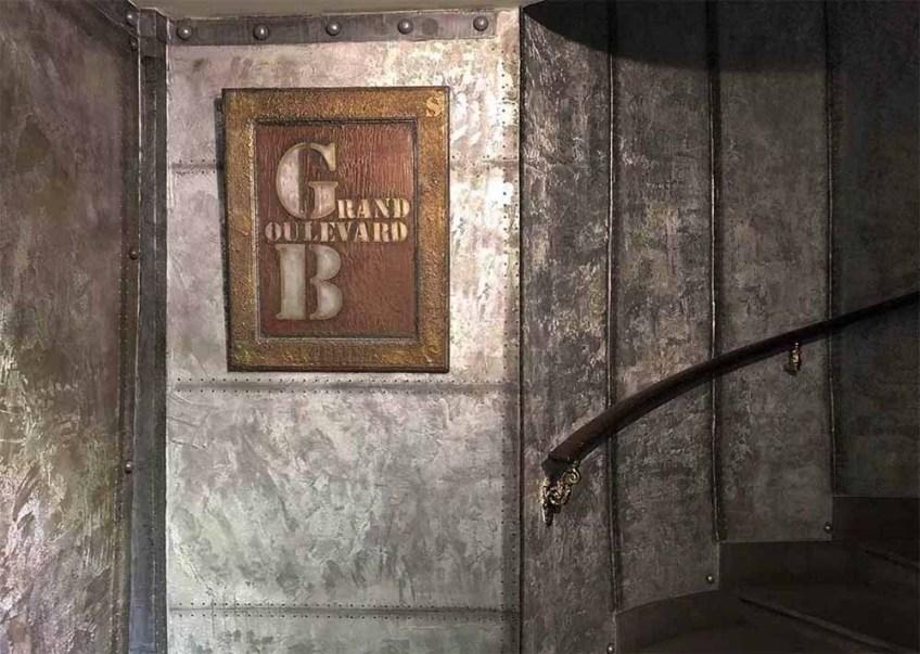 décoration industrielle appartement avec murs métal