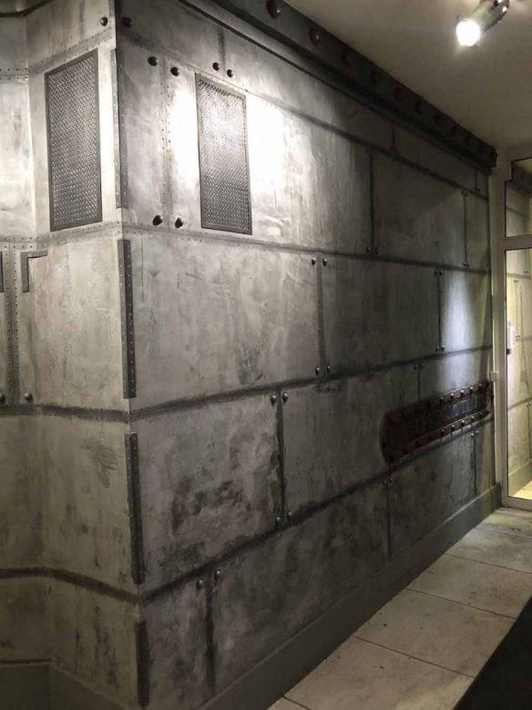murs métal avec grille en trompe l'oeil