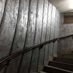 rénovation d'un hall d'immeuble ancien style industriel métallisé avec superposition en sur épaisseurs