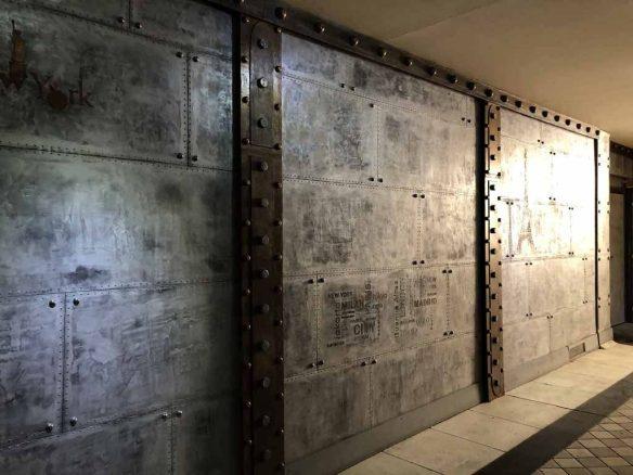 rénovation d'un hall d'immeuble ancien style industriel métallisé avec faux IPN style Eiffel