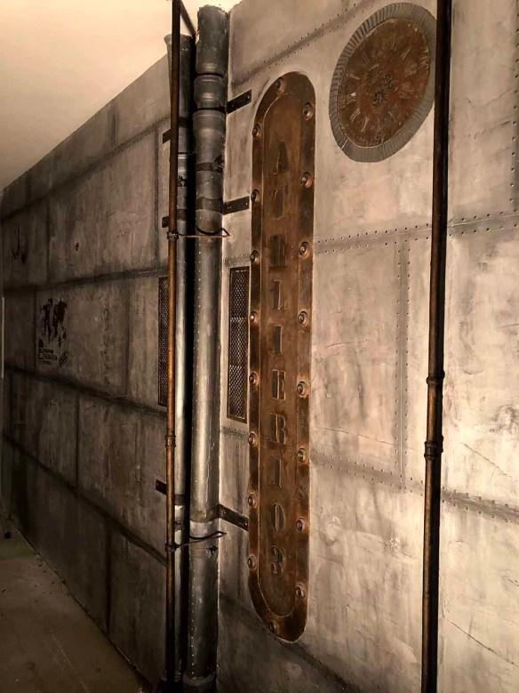 Magasins de style industriel murs metal et enseigne publicitaire style industriel
