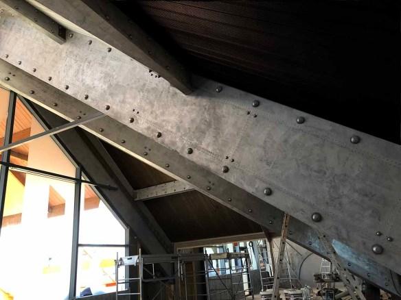 murs industriels avec des poutres métal