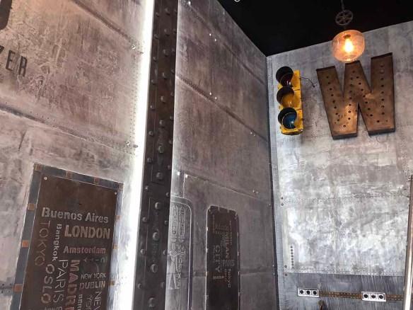 décoration restaurant avec murs metal et IPN style eiffel