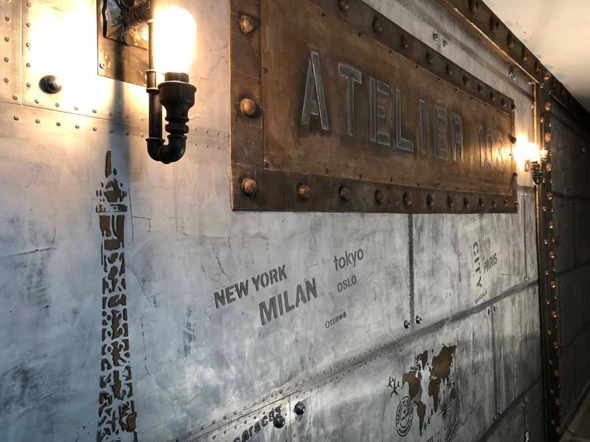 Décoration restaurant style eiffel sur murs métal et IPN à verrous