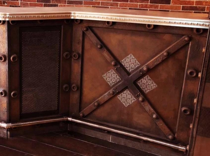 trompe l'oeil mural murs metal et fausses plaques béton métallisé relief 3D