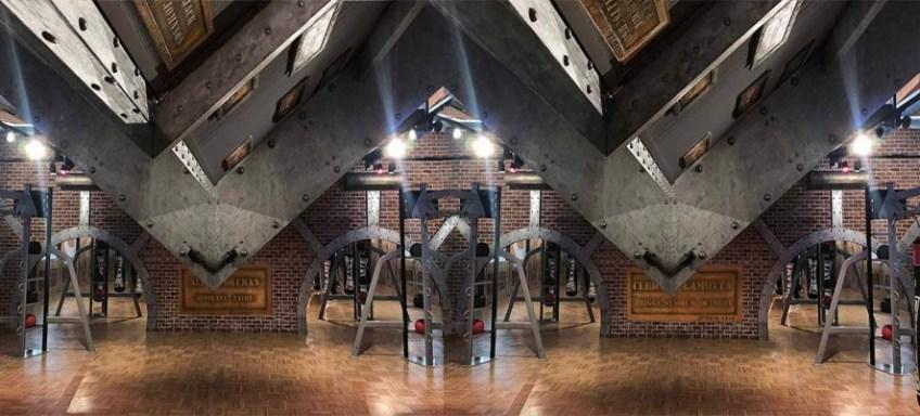décoration restaurant avec le style industriel et poutres Eiffel