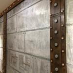 loft style industriel avec murs métal et IPN style Eiffel