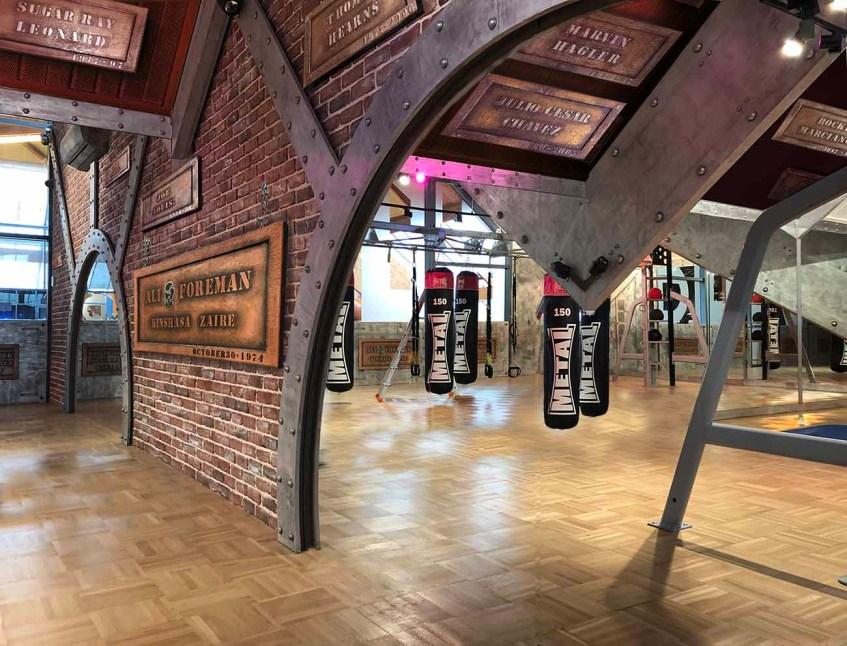 décorateur d'intérieur murs industriel salle de boxe style Eiffel