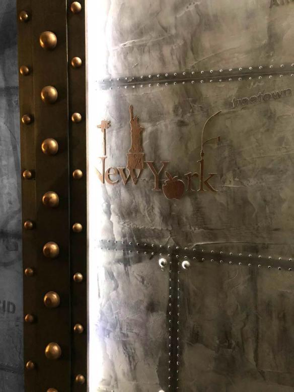 design d'intérieur Paris mur métal et IPN style Eiffel