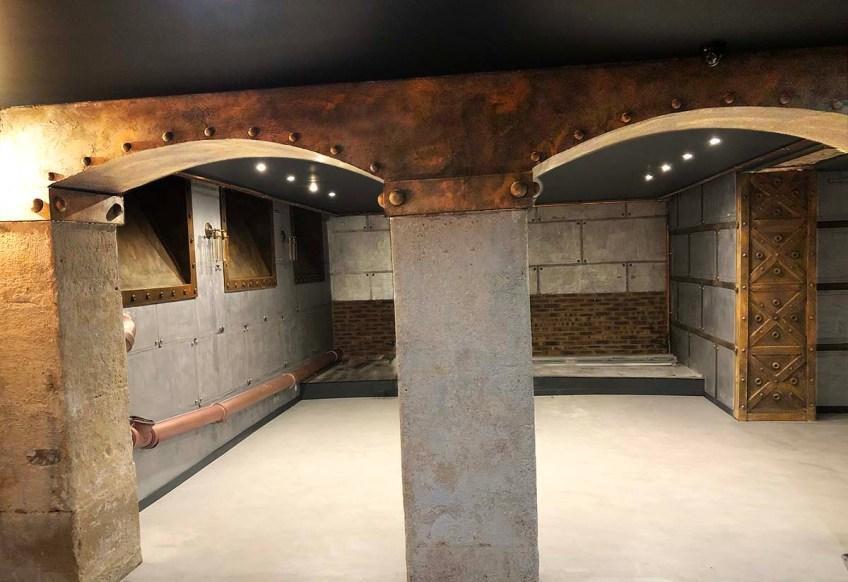 club de jazz customisé Eiffel sur murs métal