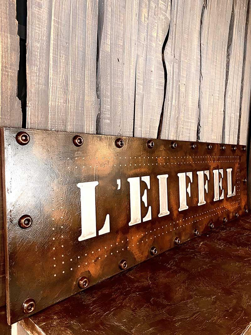 enseigne sur mesure bar style Eiffel et industriel boulonné et riveté