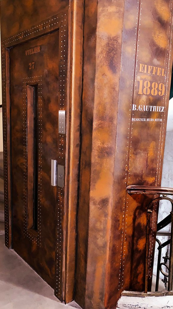 ascenseur immeuble style industriel et Eiffel