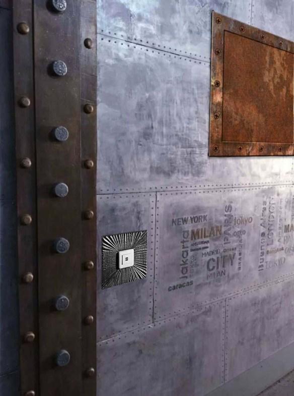 mur métal style industriel et IPN style eiffel décoration immeuble paris