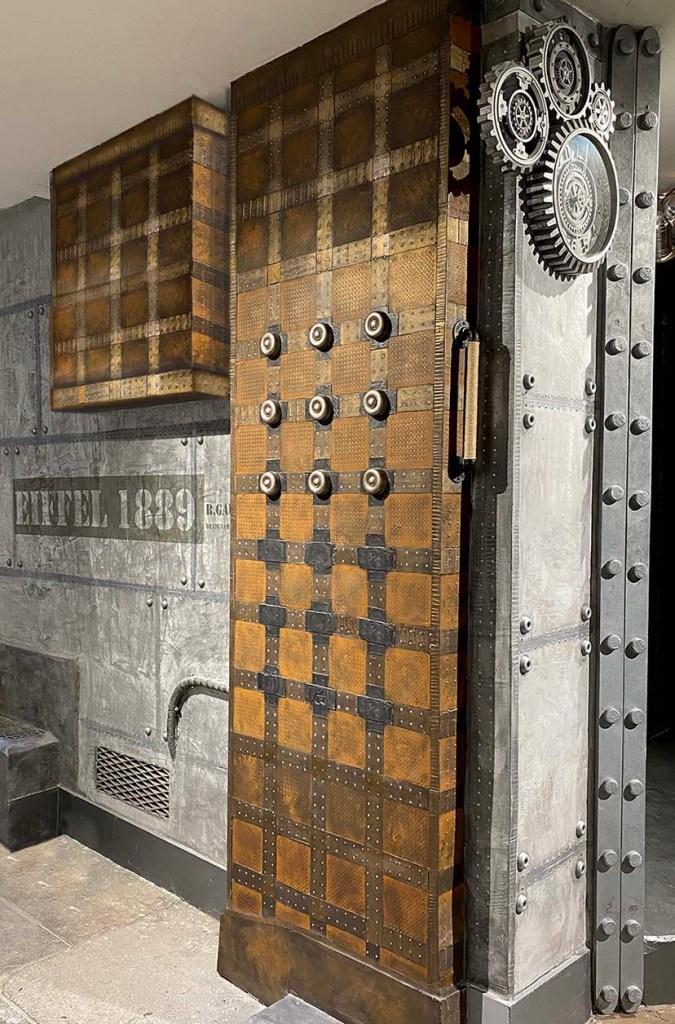 décorateur d'intérieur restaurant murs style industriel et Eiffel