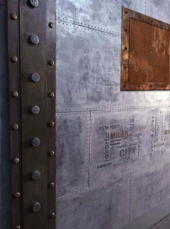 Décoration de murs restaurant style industriel et IPN style Eiffel